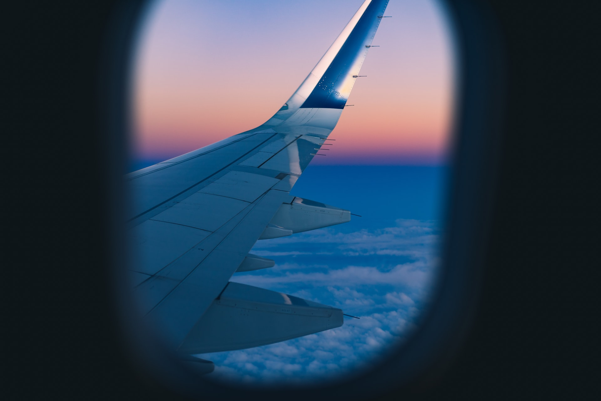 Image of a sunrise sky from a plane window